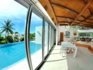 Delightful 4 Bedroom Villa with Private Pool & Jacuzzi in Playa del Carmen - Playa del Carmen vacation rentals