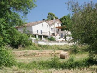 Beautiful Five Bedroomed Farmhouse FRMD103 - - Saint-Pierre-de-Caubel vacation rentals