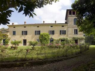 Sunny 6 bedroom Villa in Fauglia - Fauglia vacation rentals