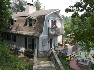 Lovely 3 bedroom West Jefferson Cottage with Deck - West Jefferson vacation rentals