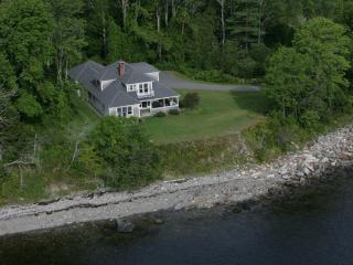 Bright 3 bedroom Lincolnville House with Deck - Lincolnville vacation rentals