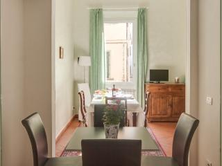 Luminous 2 Bedroom Apartment in Florence, Italy - Florence vacation rentals