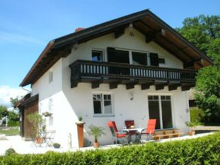 LLAG Luxury Vacation House in Übersee - 1507 sqft, quiet, central, natural (# 5034) - Übersee vacation rentals