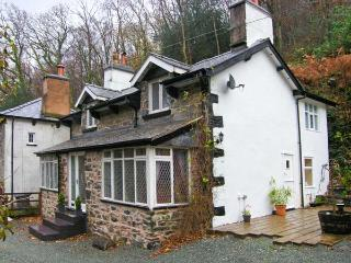THE COTTAGE, COED Y CELYN, woodburner, character features, pet-friendly, near Betws-y-Coed, Ref. 22767 - Betws-y-Coed vacation rentals