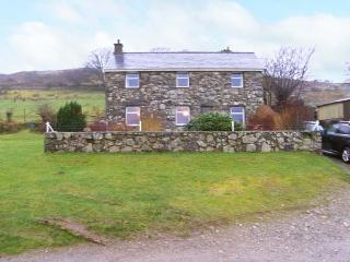 PANT GLAS, woodburner, pet friendly with an enclosed garden, in Garndolbenmaen, Ref. 26773 - Garndolbenmaen vacation rentals