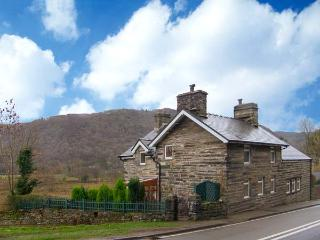 YR EFAIL (THE FORGE), semi-detached cottage, woodburner, pets welcome, enclosed, lawned and decked garden, near Llan Ffestiniog, - Maentwrog vacation rentals
