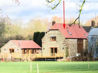 THE STONE BARN, flexible sleeping, WiFi, woodburner, detached cottage in Adsett, Ref. 29560 - Westbury on Severn vacation rentals