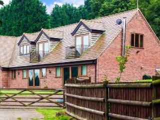 PARK VIEW LODGE, semi-detached cottage, in unspoilt countryside, en-suite, enclosed garden, near Shatterford and Kidderminster,  - Chelmarsh vacation rentals