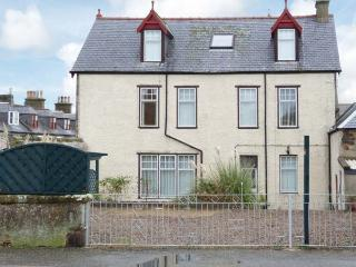 1 SEAFIELD STREET, over three floors, games room, WiFi, off road parking, front patio, in Cullen, Ref 30262 - Aberdeenshire vacation rentals