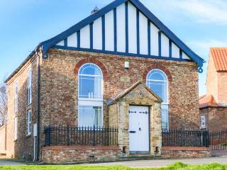 THE OLD CHAPEL, chapel conversion, upside down accommodation, walled courtyard, in Pocklington, Ref 30435 - Bishop Wilton vacation rentals