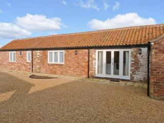 PEARDROP COTTAGE, all ground floor, en-suite, off road parking, communal courtyard, in Louth, Ref 6059 - Alford vacation rentals