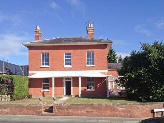 TUPSLEY HOUSE, detached Georgian house, WiFi, off road parking, garden, in Hereford, Ref 8285 - Lugwardine vacation rentals