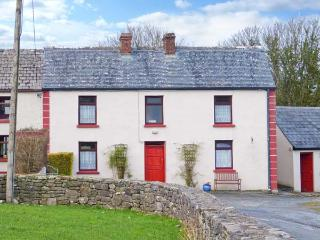 RAVEN'S ROCK FARM, traditional property, two family rooms, pet-friendly, near Sligo, Ref 903854 - Mullanashee vacation rentals