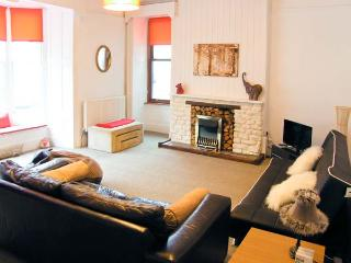 PENDRAIG BACH, ground floor apartment, central location, distant estuary views, in Barmouth, Ref 903902 - Barmouth vacation rentals
