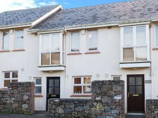 9 SHEPHERD'S WALK, cosy pet-friendly cottage close to beach, patio, near shops - Duncannon vacation rentals
