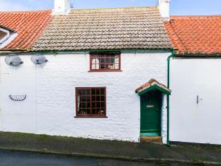 2 WEST END, pretty, terraced cottage, open fire, enclosed gravelled garden, in Muston near Filey, Ref 904665 - Hunmanby vacation rentals