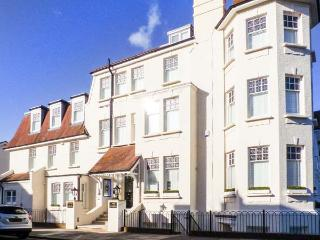 TOWER APARTMENT NO. 3, ground floor apartment, central location near amenities and beach, in Southend-on-Sea, Ref 904972 - Southend-on-Sea vacation rentals