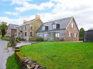 TYMAWR COACH HOUSE, detached cottage, en-suites, wonderful Brecon Beacon views, off road parking, in Llangorse, Ref 905020 - Brecon vacation rentals