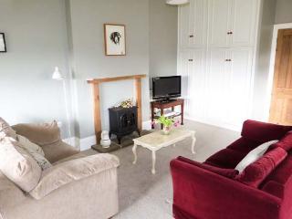 MONKHOLME COTTAGE, single storey, wonderful views, in Threshfield, Ref. 906293 - Threshfield vacation rentals