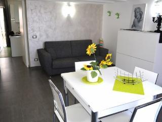 CR102Castellammare - Casa Vacanza Giulia - Terrasini vacation rentals