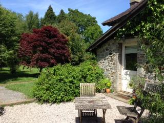 Romantic sunny garden cottage + wifi in Devon - Buckfastleigh vacation rentals
