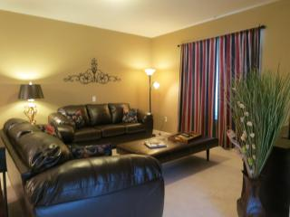 Vista Cay 3 bed/ 2 bath, next to pool, redecorated - Orlando vacation rentals
