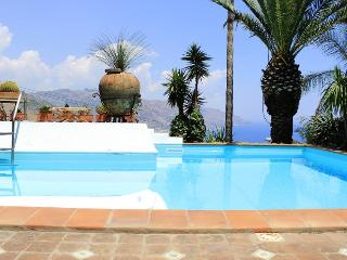 PANORAMIC SUITE with pool & view - Taormina vacation rentals