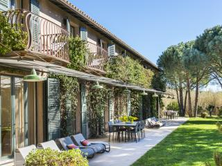 Splendid mansion in Saint-Tropez, 7 bdr, 14 p - Cher vacation rentals