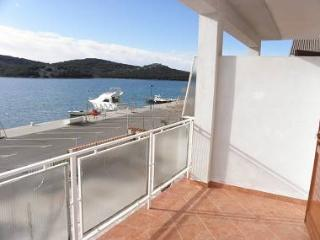 35049  R3(2) - Tisno - Tisno vacation rentals