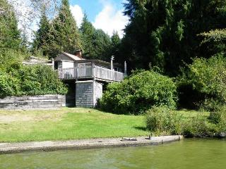 Rustic & dog-friendly cabin offers lakefront location w/ dock & private beach - Florence vacation rentals