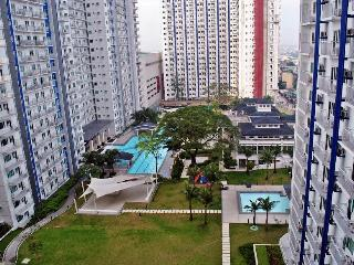 Comfortable Condo with Internet Access and Tennis Court - Quezon City vacation rentals