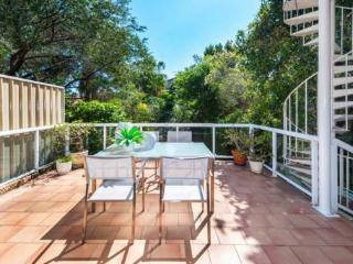 Spacious semi 500m to surf + parking - Bondi vacation rentals