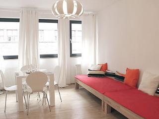536 Cute Apartment in the Gallery District, Berlin - Berlin vacation rentals