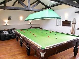 Cottage with pool    Durham cottage - Durham vacation rentals