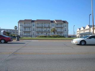 Beachfront - conveniently located, fishing, pools, seaside cafe, spa - Galveston vacation rentals