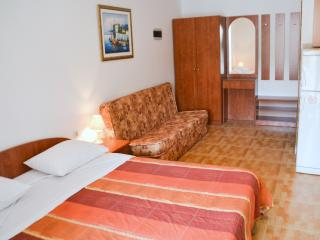 Studio apt with parking included - Dubrovnik vacation rentals