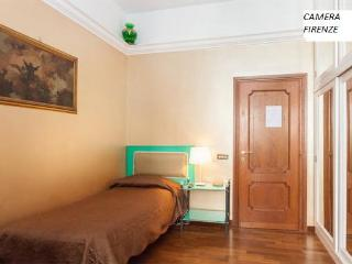 Florence Room in the garden of the heart of Rome. - Rome vacation rentals