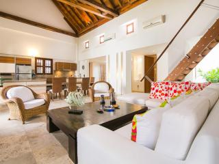 Spacious 3 Bedroom Apartment in Old Town - Cartagena vacation rentals
