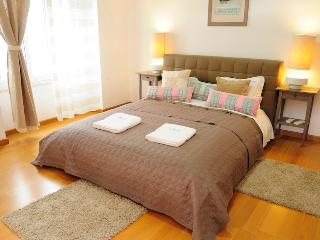 Spacious Condo with Dishwasher and Towels Provided in Lisbon - Lisbon vacation rentals
