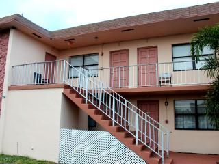 MARY POP APARTMENTS SLEEP UP TO 6 - Dania Beach vacation rentals