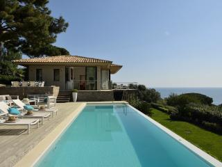 Exquisite Villa in St-Tropez, 5 bedrooms, 10 p - Saint-Tropez vacation rentals