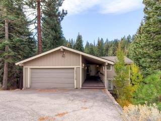 Ponderosa Cabin conveniently located near downtown Truckee! - Northstar vacation rentals