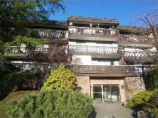 1 BR CONDO W/ BALCONY(Mountain side) Top 3rd fl- Lower Lonsdale- Walk to ocean! Unfurnished. - Image 1 - North Vancouver - rentals