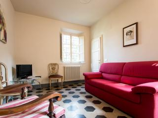 """Paolina Bonaparte"" elegant apartment with terrace - Lucca vacation rentals"