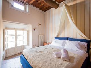 """Piazza Anfiteatro"" cozy apartment - Lucca vacation rentals"