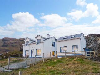 AN NEAD HOUSE, detached, open fires, views of Atlantic Ocean, off road parking, in Kilcar, Ref 20729 - Malin Beg vacation rentals