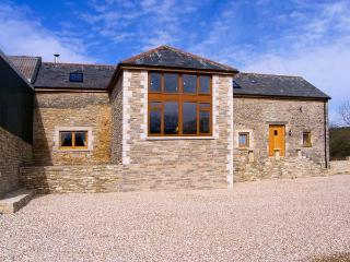 THE OLD BARN, wet room, stunning barn conversion, woodburner, pet-friendly, WiFi, detached cottage near Swanage, Ref. 906024 - Langton Matravers vacation rentals