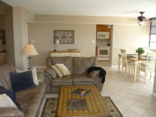 SUPER NICE beachfront condo with Tranquil Views of Sunsets on the Gulf - Marco Island vacation rentals