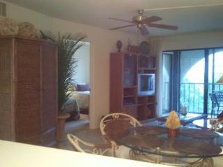 Great top floor unit with stylish decor in quiet Resort building - Marco Island vacation rentals