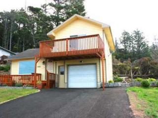 179 COTTAGE BY THE SEA - A charming place with ocean view, deck and WiFi. - Lincoln City vacation rentals